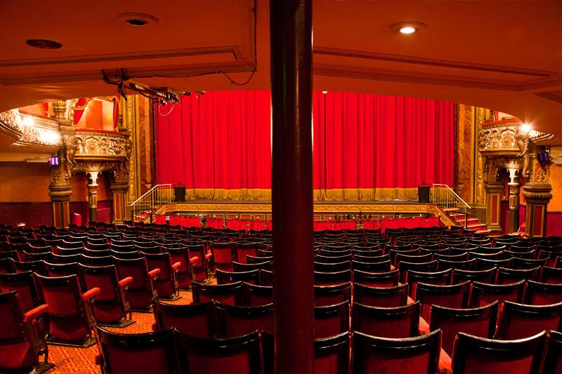 avenue Theatre forlade et eller to ord